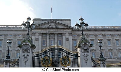 The view of the Buckingham Palace from the gate Buckingham...