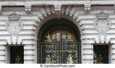 The main entrance wall of the Buckingham Palace with the...