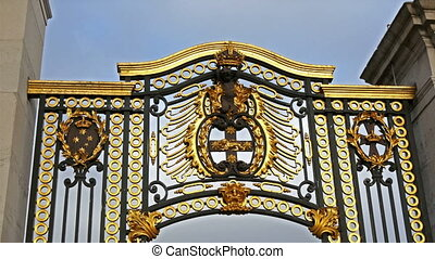The golden gate fronting the monument in Buckingham Palace....
