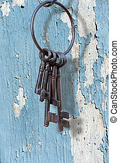 Ancient key ring, grunge - Old rusty key ring on pastel...