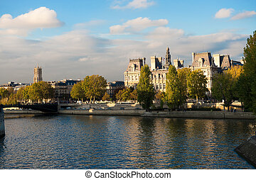 Hotel de Ville - Magnificent view of the Seine and the Hotel...