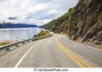 Road next to Lake Wakatipu - A road along Lake Wakatipu...