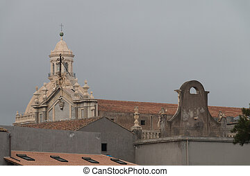 Catania centro storico durante giornata nuvolosa