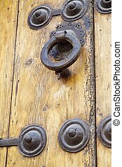 Latch - Forefront of the handle of a wooden door