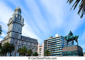 View over the Plaza Independencia in Montevideo , Uruguay
