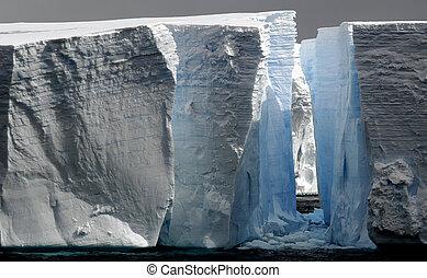 énorme, icebergs, trouée