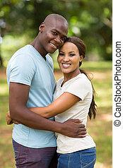Paar, afrikanisch, draußen