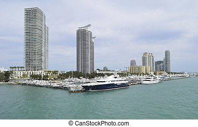 Miami Beach Marina - Panoramic view of super yachts,luxury...