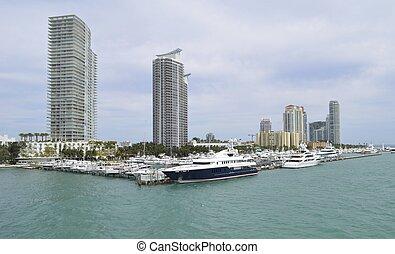 Miami Beach Marina - Panoramic view of super yachts,luxury...