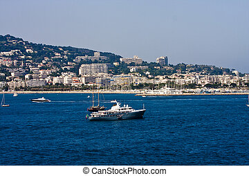 Luxury French Yacht in Cannes - Yachts and Sailboats off the...