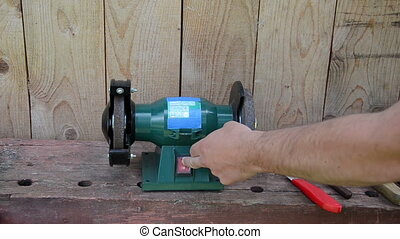 hand sharpen knife - Hand turn on grinder electricity...