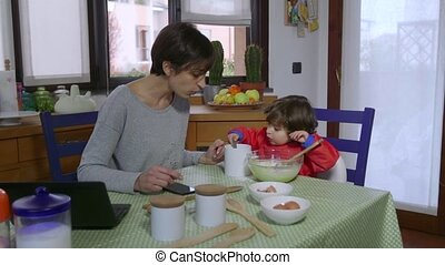 Multitasking Mother Mom Busy Woman - People, family life,...