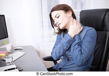 cansadas, jovem, escritório, menina, segurando, dela,...