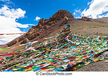 Sutra streamers in Tibet - On the way from Lhasa to Namtso...