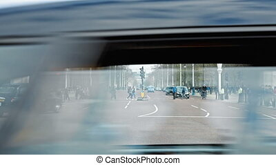 Traffic at buckingham palace street - People crossing street...