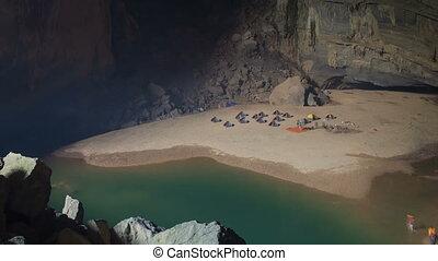 Camp inside cave timelapse - Hang En cave, Phong Nha,...
