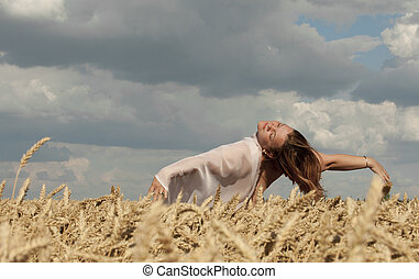 naked woman in the wheat