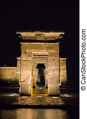 Debod at night - Front view at night of the Temple of Debod...