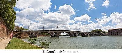Bridge Pont Neuf spanning the Garonne in Toulouse - Bridge...