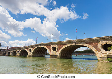 Pont Neuf across the Garonne river in Toulouse