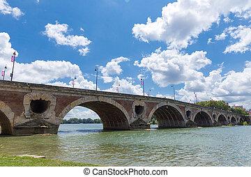 Pont Neuf spanning the Garonne - Pont Neuf brdige spanning...
