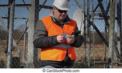 Engineer counting money at outdoors