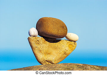 Steadfast - Balancing of round pebbles on the triangular...