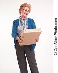 glücklich, Älter, frau, Besitz, Paket