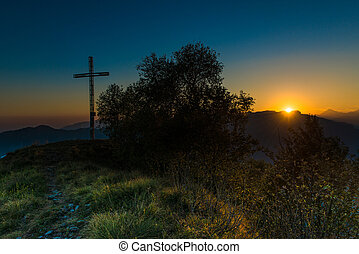 ápice, pôr do sol, crucifixos