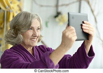 Portrait of elderly woman - Portrait of a beautiful elderly...