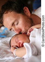 bebê, beijando, seu, pai