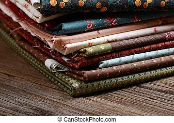 Montão, de, pano, tecidos, ligado, madeira, tabela,