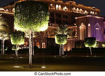 Emirates Palace garden Abu Dhabi - Emirates Palace Night Abu...
