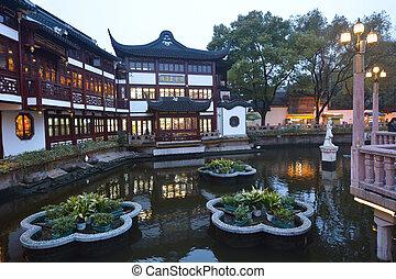 Shanghai - Yuyuan Tourist Mart - SHANGHAI, CN - MAR 16...