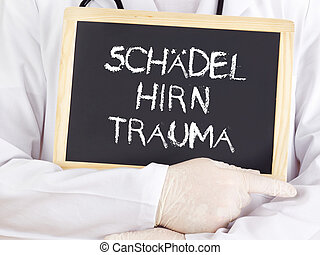 Doctor shows information: traumatic brain injury in german