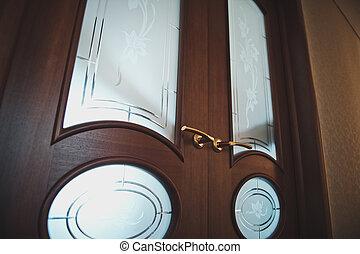 Patten interroom doors 2300. - The closed doors.