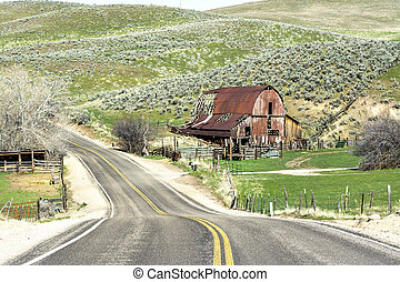 Idaho barn along a country road - Clasic rustic barn in the...
