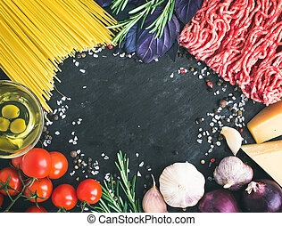 Spaghetti Bolognese ingredients: spaghetti pasta, minced meat, t
