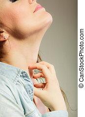nő, dörzsölés, neki, nyak,