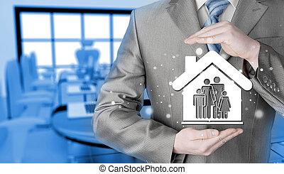 homem negócios, protegendo, família, em, lar,...