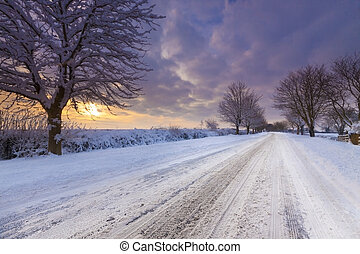 Snow covered lane in Oxfordshire - Deep snow covers the...