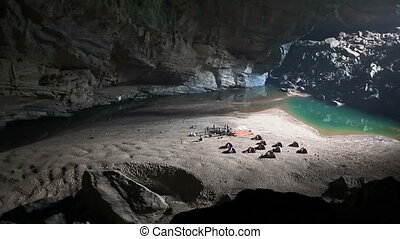 Camp inside cave panorama - Hang en cave, phong nha, vietman