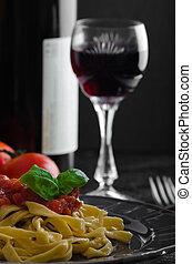 semolina, macarronada, com, temperado, tomate, salsa, alho,...