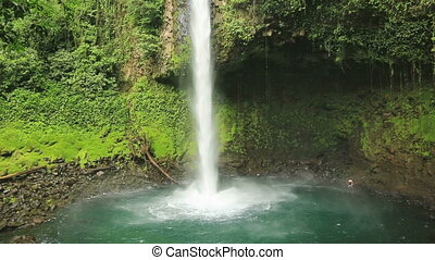La Fortuna waterfall, Costa Rica - Waterfall with emerald...