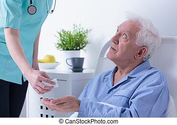 aposentado, homem, em, hospitalar,