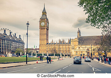 London landmarks - Big Ben and Houses of Parliament in...