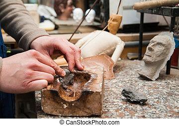 siciliano, títere, artesano, en, trabajo,