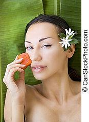 Beautiful woman having fresh papaya facial mask apply. fresh...