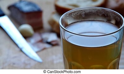 Drip Propolis tincture in tea helps against colds and flu