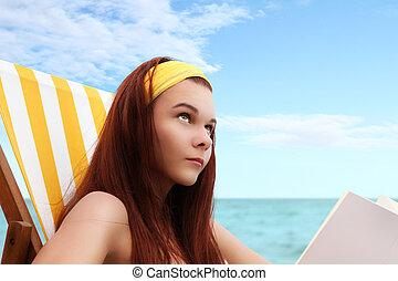 mujer, en, el, playa, con, Un, libro,